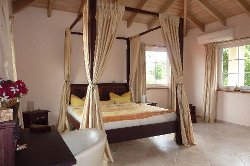 Superb luxury villa in second line beach for vacation rentals
