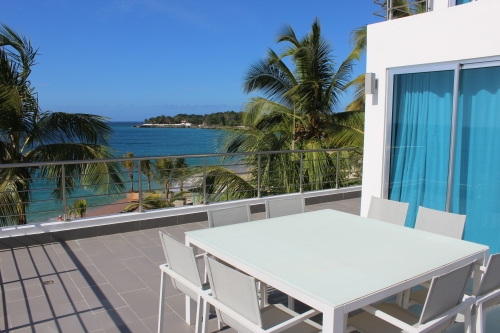 Luxury Modern 3 Bedroom Beach Front Condo with Beach Access
